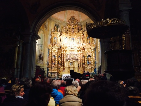 L'altare della chiesa di Antagnod, durante il concerto.