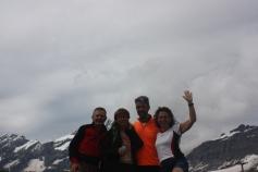 Roberto, Barbara, Giuseppe, Angela con sullo sfondo il Cervino tra le nuvole