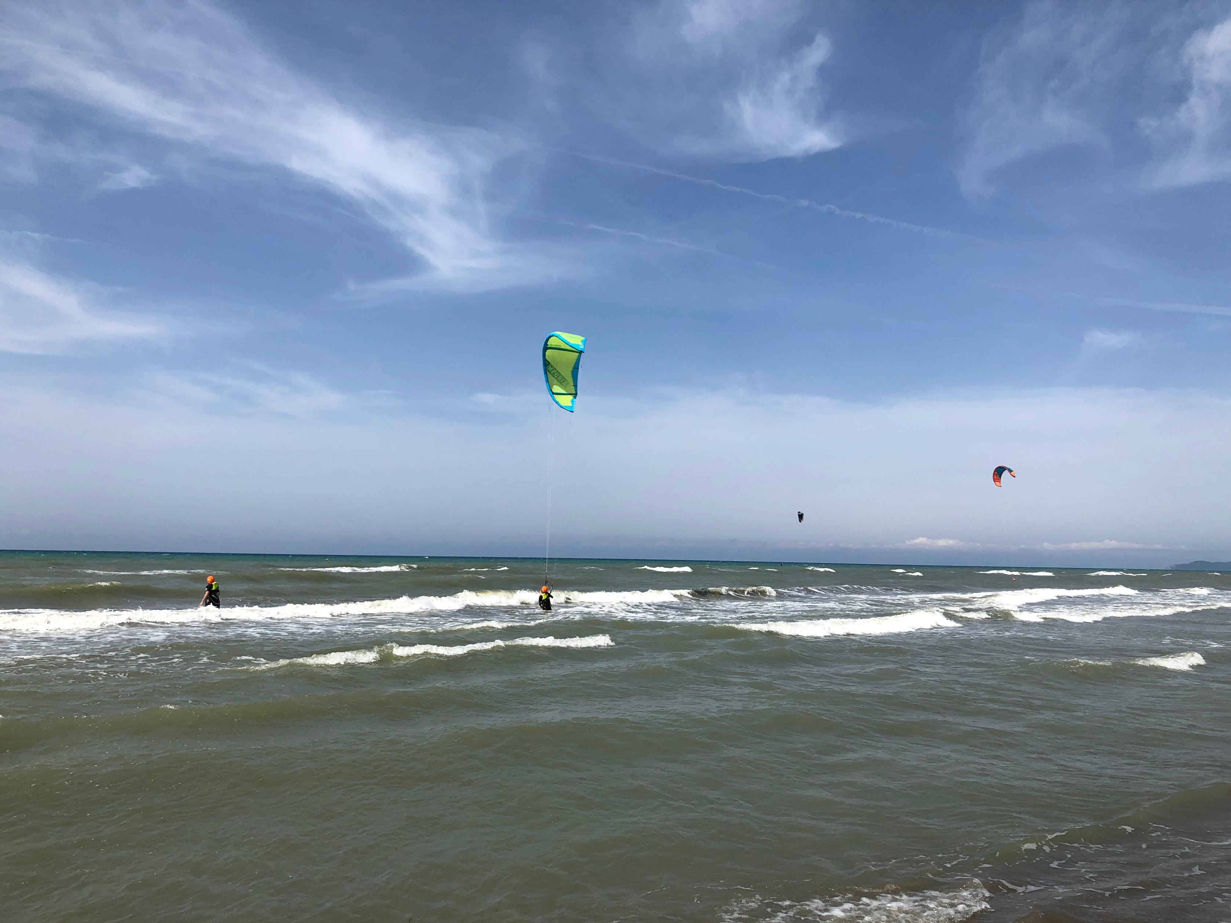 Kyte Surf sulla spiaggi tra Castiglione della Pescaia e Marina di Grosseto